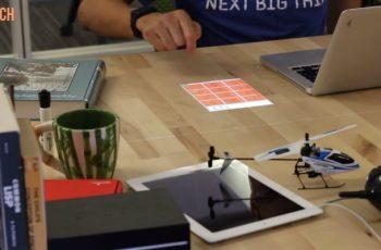 Μετατρέψτε το γραφείο σας σε οθόνη αφής με την αλλαγή της λάμπας